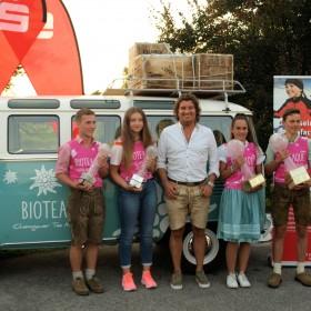 Armin Wagner mit den Siegern: Simon Bösl + Sophia Brauneiser (Jugend), Sonja Maier + Korbinian Fagerer (S15)