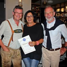 SVC-Vorsitzender Bernhard Kübler (links) ehrt Marion Zeus (Mitte) und Dieter Popp für ihr langjähriges Engagement im Verband