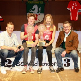 Gesamtsieger: Florian Stasswender und Lena Hartl mit Tobias Angerer (l.) und Martin Hobmaier (r.)